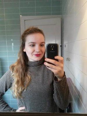 Sophie Turner selfie2